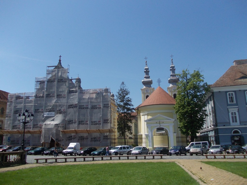 Trg Ujedinjenja - Pogled na Srpsku sabornu crkvu i Vladičanski dvor