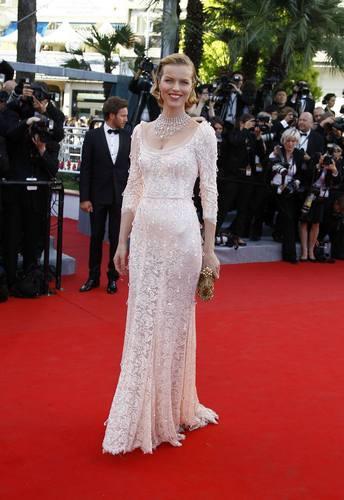Eva Hercigova u haljini marke Dolce Gabbana