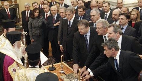 Grčka vlada nacionalnog jedinstva polaže zakletvu