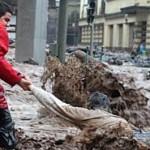 Poplave na Madeiri, spasioci izvlače čoveka