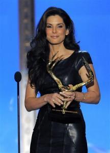 Sandra Bulok prima nagradu