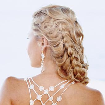 Elegantna i glamurozna svečana frizura